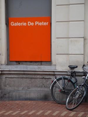 Sara Naumann blog Galerie de Pieter outside
