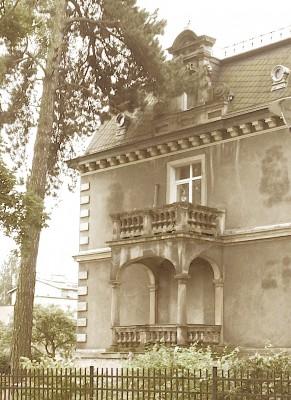 Sara Naumann blog photo friday old house